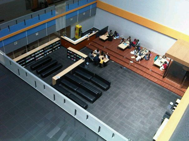 Discussion Area @Library n Knowledge Center, Binus Anggrek