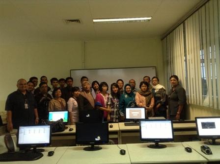 Foto bersama para guru dan SoCS